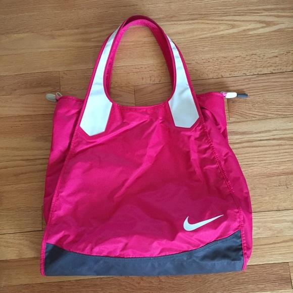 Hot pink Nike bag. M 5aaeded1c9fcdfc8791df0ea ade01292e8